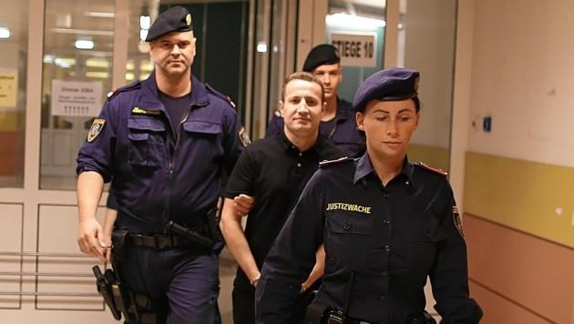 20 Jahre Haft Nach Messermord Auf Offener Straße Kroneat Wien